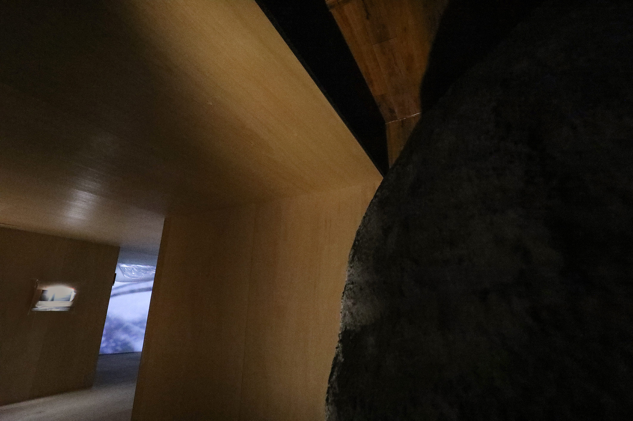 Infinite, and Gallery's Floor, Site specific (sound, sculpture, PVC wallpapers), Dimensions variable, 2021